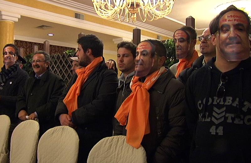 Scilipoti a Colli del Tronto, la protesta dei giovani Pd e Idv, con Dante Merlonghi