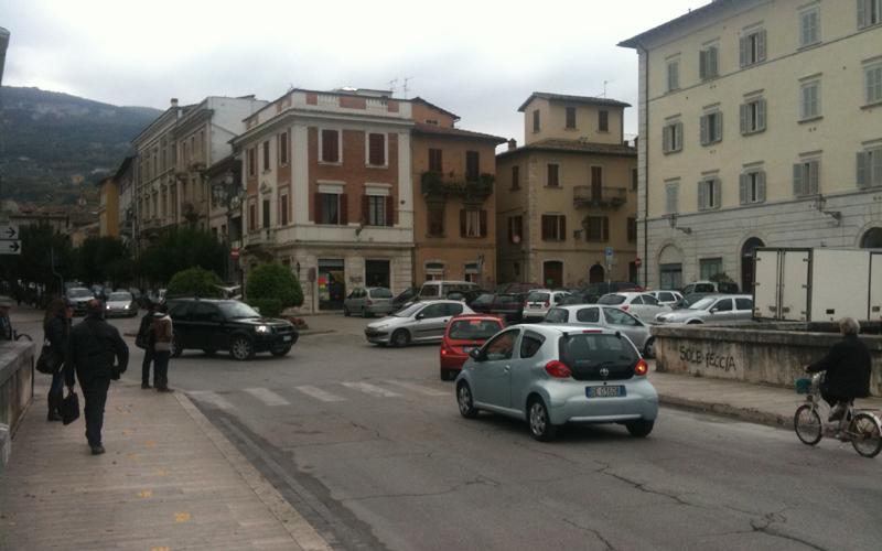 Difficoltà nell'affrontare la rotatoria di Piazza Giacomini
