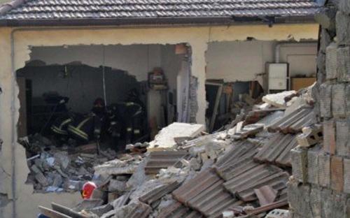 I resti della palazzina esplosa a Montalto (fanpage.it)