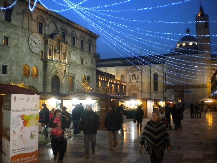 Mercatino  Natale Piazza del Popolo