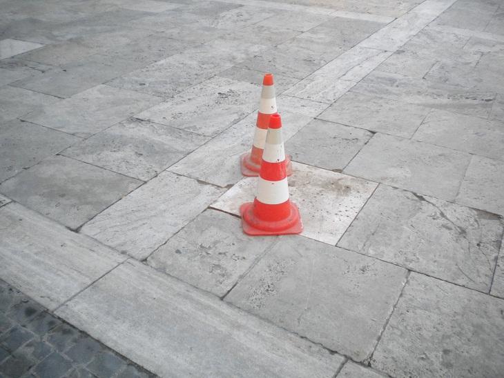 Piazza del Popolo. Pavimentazione rovinata (1)