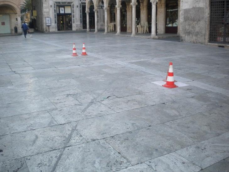 Piazza del Popolo. Pavimentazione rovinata (3)
