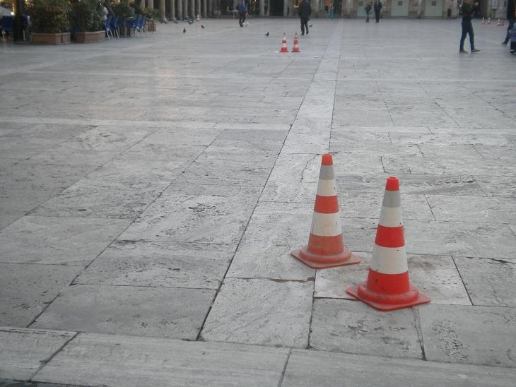 Piazza del Popolo. Pavimentazione rovinata (4)