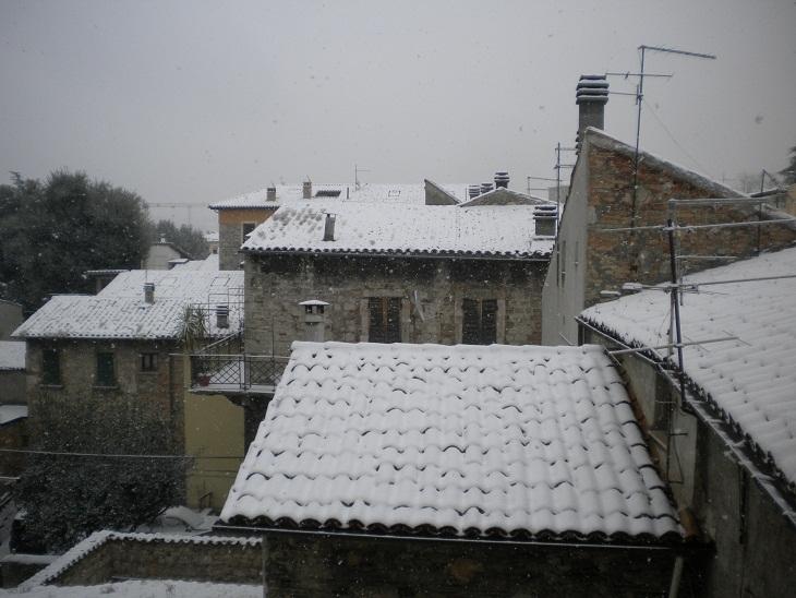 Ascoli - Neve, tetti imbiancati, 16 gennaio 2012