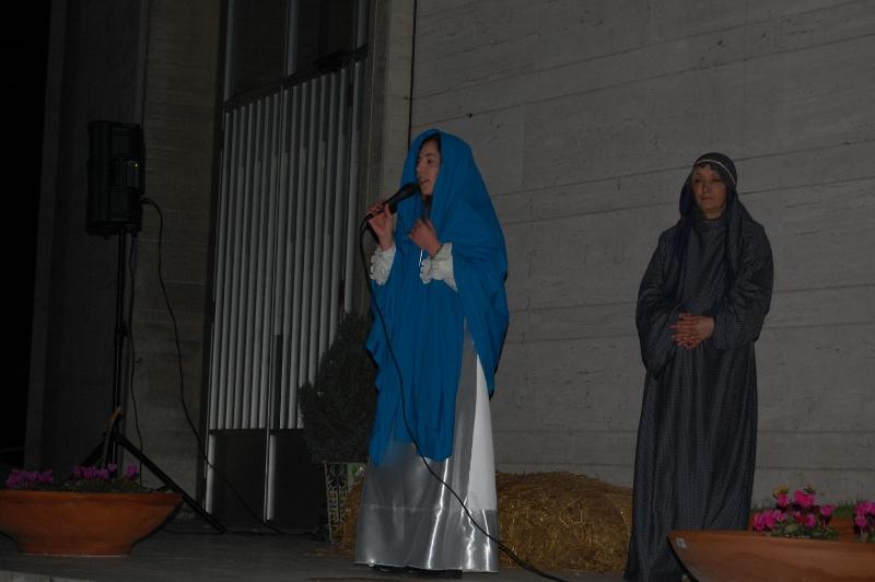 Francesca D'Antonio (Maria), Patrizia Pezzella (S. Elisabetta)