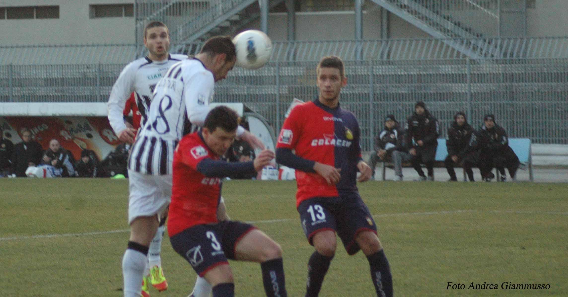 Falconieri colpisce di testa per il gol della vittoria contro il Gubbio