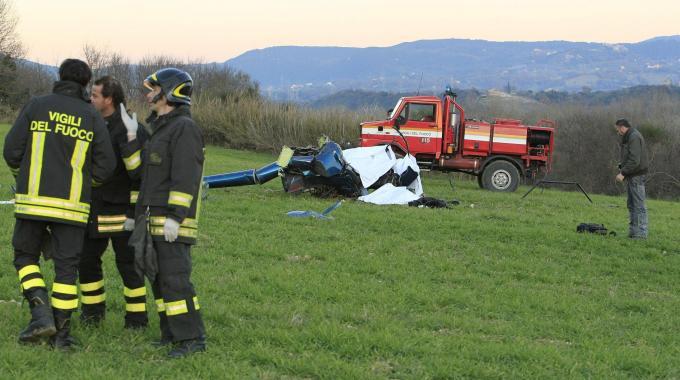 L'elicottero ultraleggero precipitato (fonte: lanazione.it)
