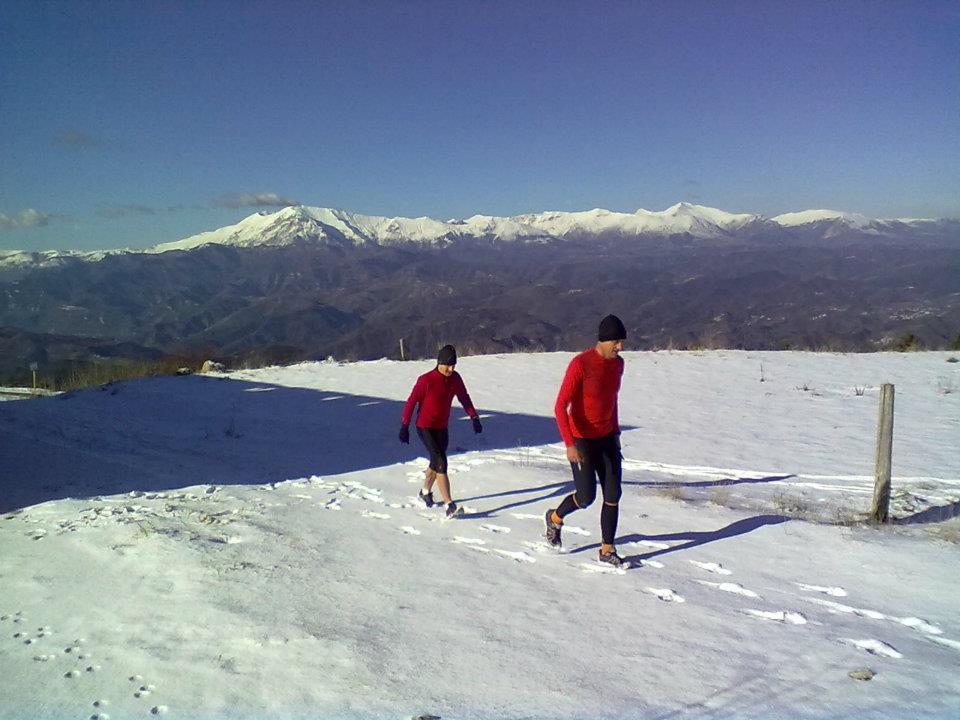 Winter trail in montagna