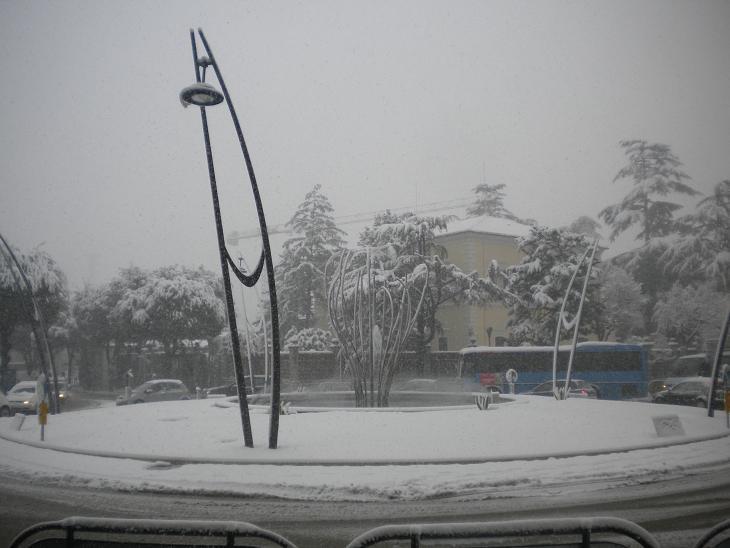 Ascoli, la rotonda della Stazione