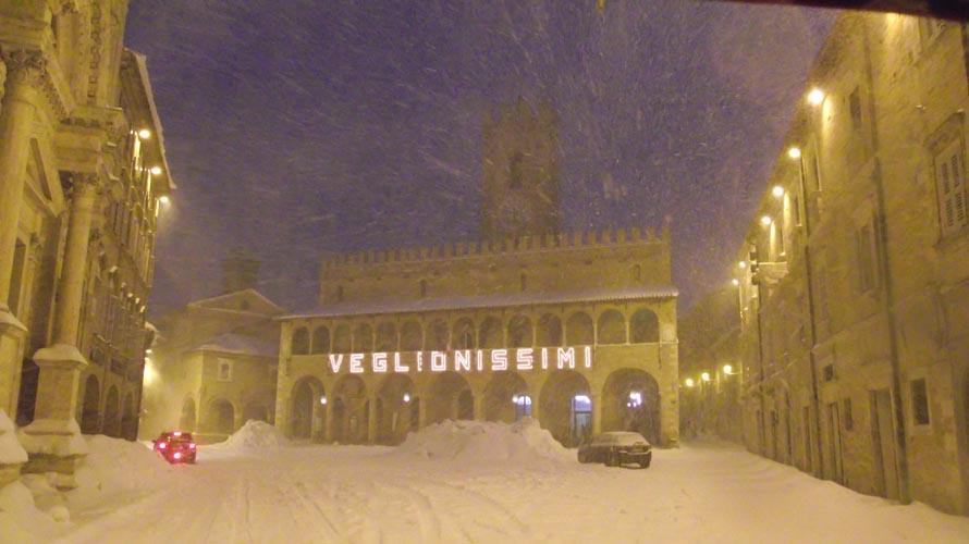Bufera di neve ad Offida, 10 febbraio, Piazza del Popolo, di Enrica Capriotti