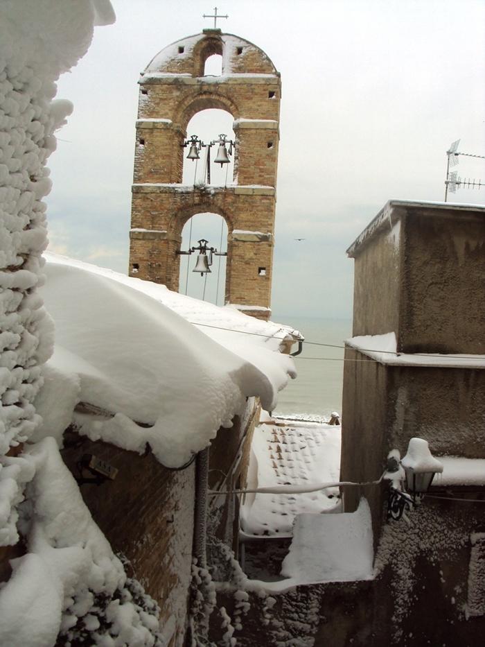 Campanile Chiesa Santa Lucia, paese alto di Grottammare, 10 febbraio 2012, Daniele Lucci