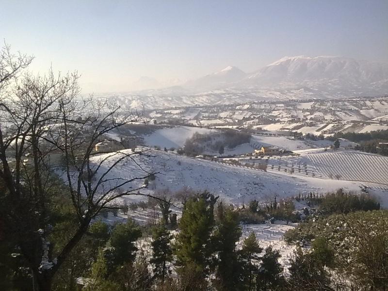 Castorano, 9 febbraio 2012- Uno sguardo dalla terrazza 2 (Selene)
