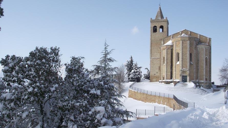 Da cartolina Santa Maria della Rocca, neve e cielo sereno, scatto di Enrica Capriotti