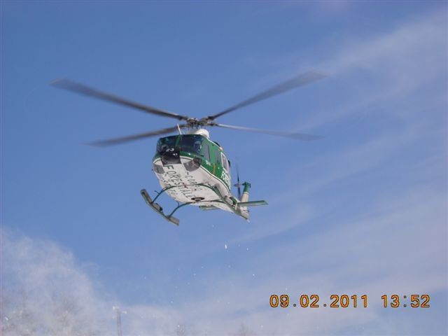 Emergenza neve, elicottero del Corpo Forestale durante un'operazione a Montemonaco, 9 febbraio 2012 (1)