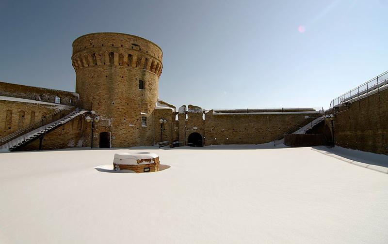 Fortezza innevata. 12 febbraio 2012. Foto di Marianna Spaccasassi (Pro Loco di Acquaviva Picena)