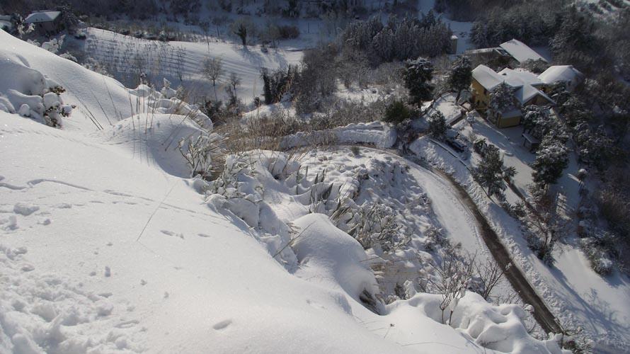 La rupe di Santa Maria della Rocca ad Offida e la bellissima neve, scatto di Enrica Capriotti