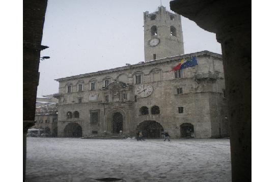 Neve ad Ascoli, 3 febbraio, Palazzo dei capitani