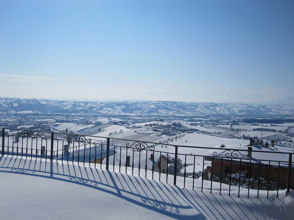 Neve a Montreprandone, 11 febbraio 2012 foto famiglia Menzietti N. 1