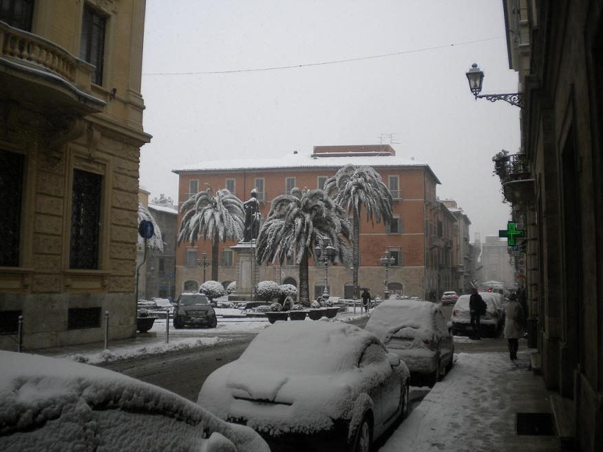 Neve 3 febbraio, Ascoli, Piazza Roma