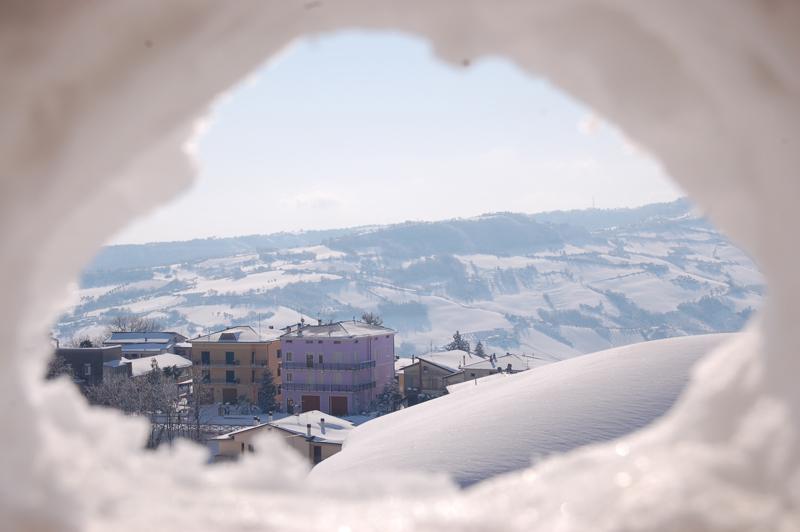 Paesaggio innevato da Montefiore dell'Aso. Foto di Massimo Lauri