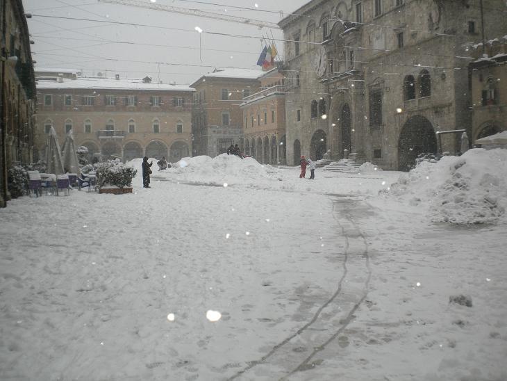 Neve ad Ascoli Piceno, Piazza del Popolo, 10 febbraio 2012