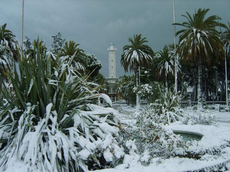 San Benedetto, scorcio del faro e della fontana, 12 febbraio 2012, Gianni Palestini