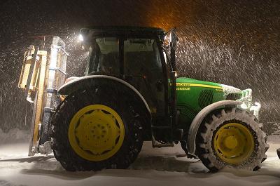 Trattore immerso nella neve, 10 febbraio 2012 foto Stefano Brutti 3