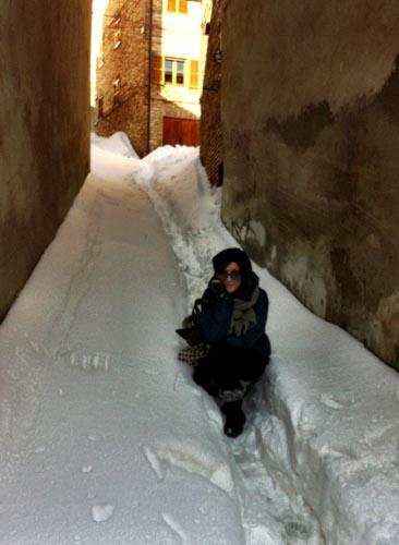 Un vicolo di Ripatransone nella neve dell'11 febbraio, di Silvia Basili