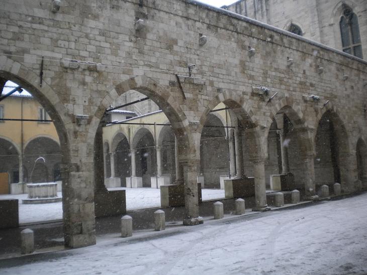 neve ascoli- chiostro san francesco