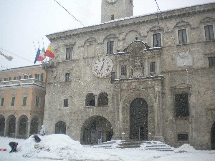 Palazzo dei Capitani con la neve