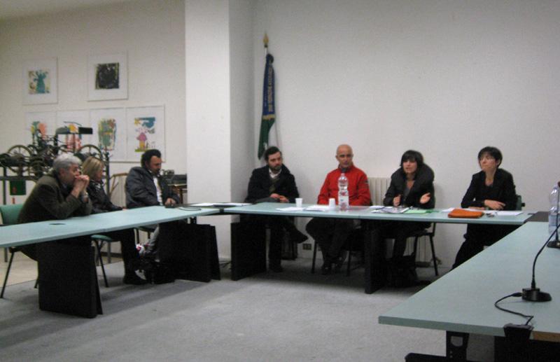 Il sindaco Agostini con il dirigente Serafini, l'ingegnere Crescenti e altri rappresentanti dell'amministrazione