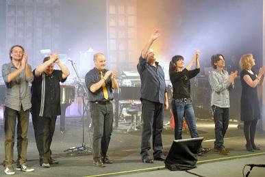 Il saluto di Ivano Fossati e la sua band (Fonte: Irene Cortellesi)