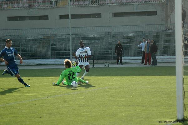 Papa-Waigo-beffa-Anania-e-realizza-il-terzo-goal- Foto Andrea Giammusso
