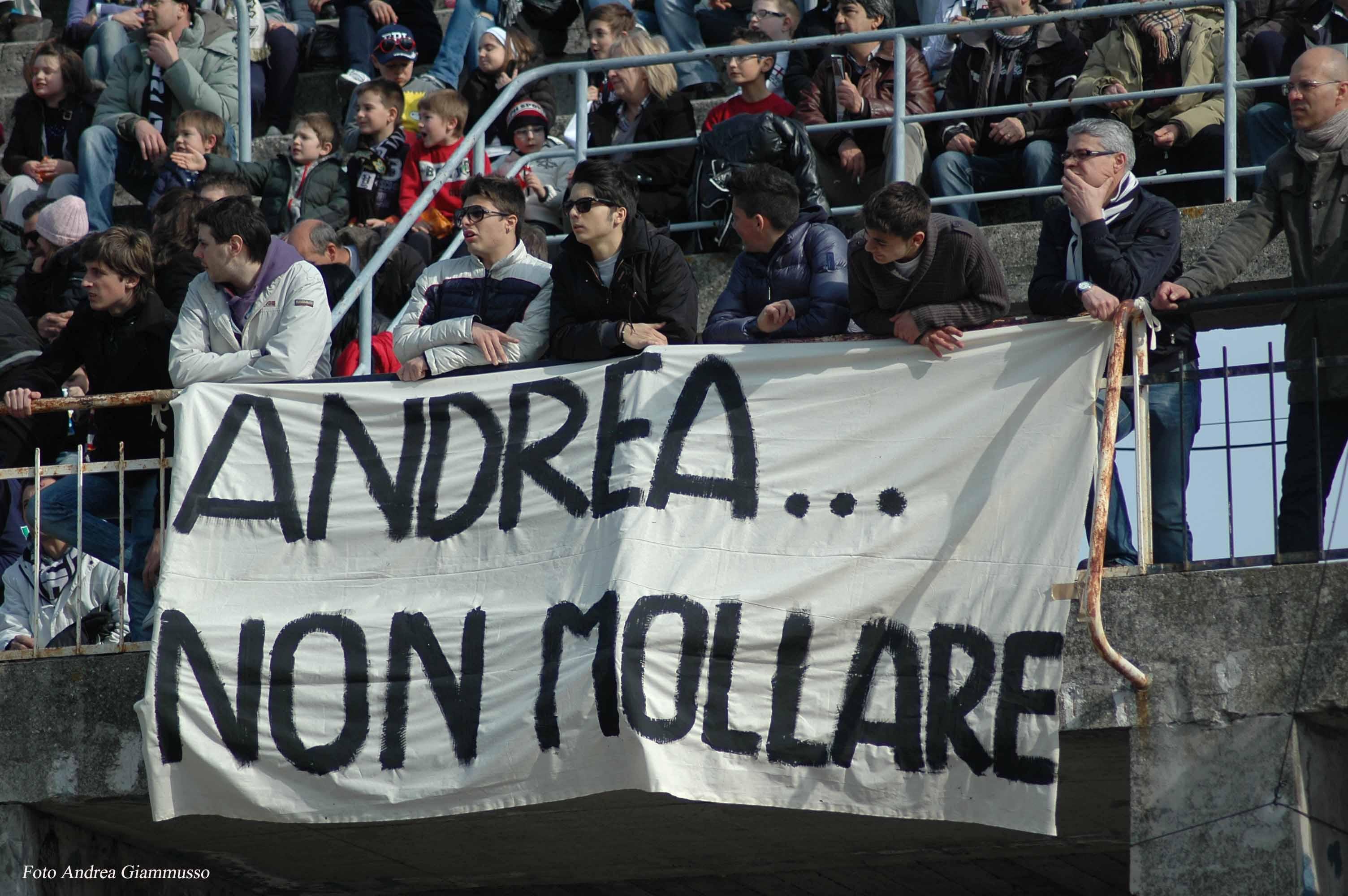 Striscione dei tifosi per Andrea (giammusso)