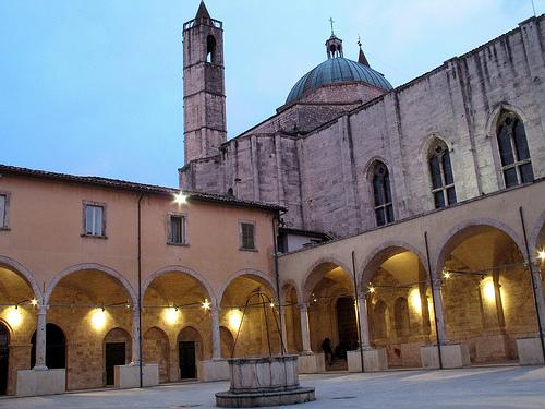 Il chiostro san Francesco ad Ascoli