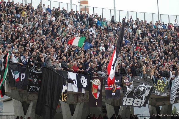 Tifosi-bianconeri (Foto Andrea Giammusso)