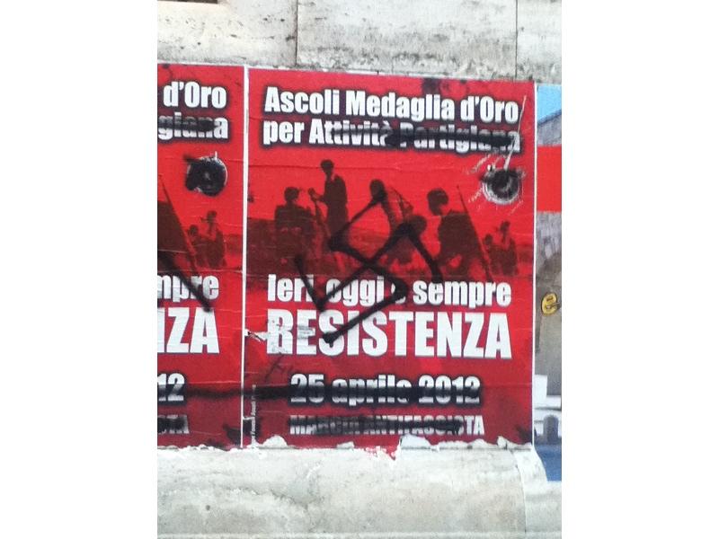 25_aprile_svastiche_PRC_ragioneria