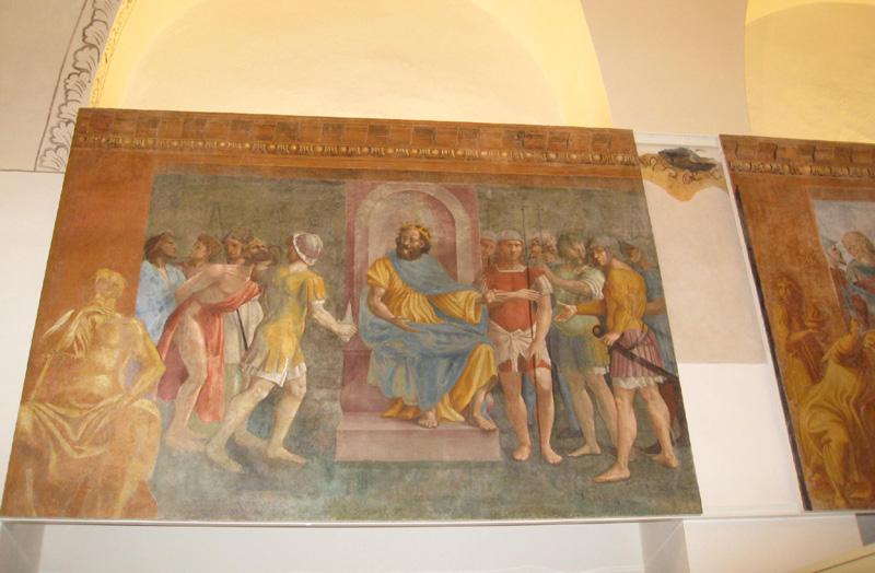Gli affreschi presso l'ex pescheria comunale