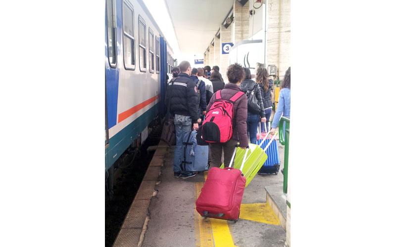 Treno per Ancona, 5 aprile, un solo vagone per gli studenti