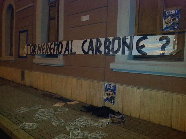 La protesta di CasaPound alla stazione di Ascoli
