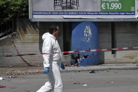 Bomba e terrore a Brindisi