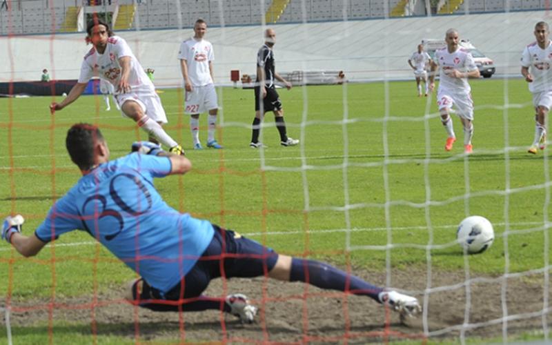 Varese-Ascoli, il rigore per il quarto gol di Granoche
