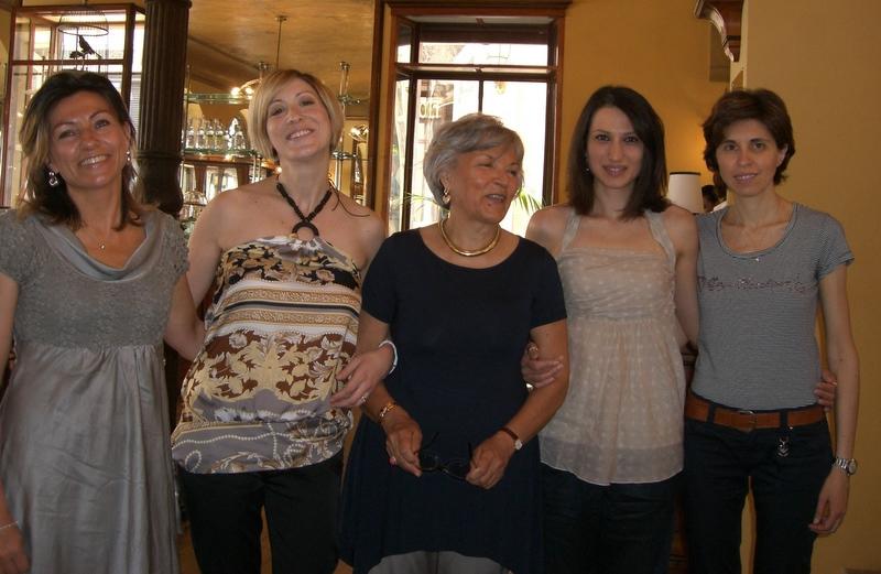 La presidente Fai Marche (al centro) con il direttivo di Fai Giovani Marche