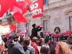 Una manifestazione sindacale in piazza Simonetti