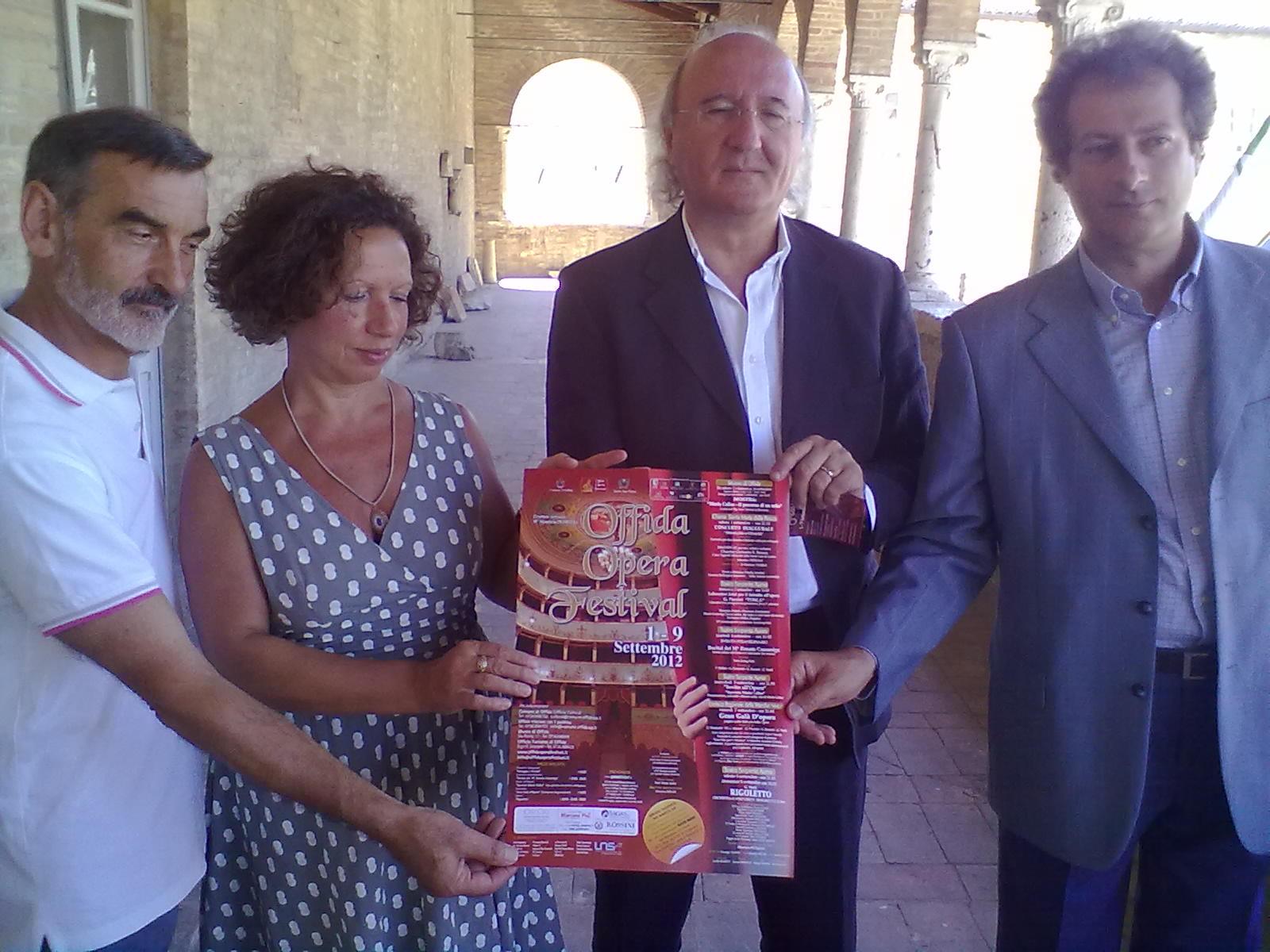 Da sx: Lino Venturi, Giovanna Muller, Gianpietro Casagrande, Maurizio Petrolo
