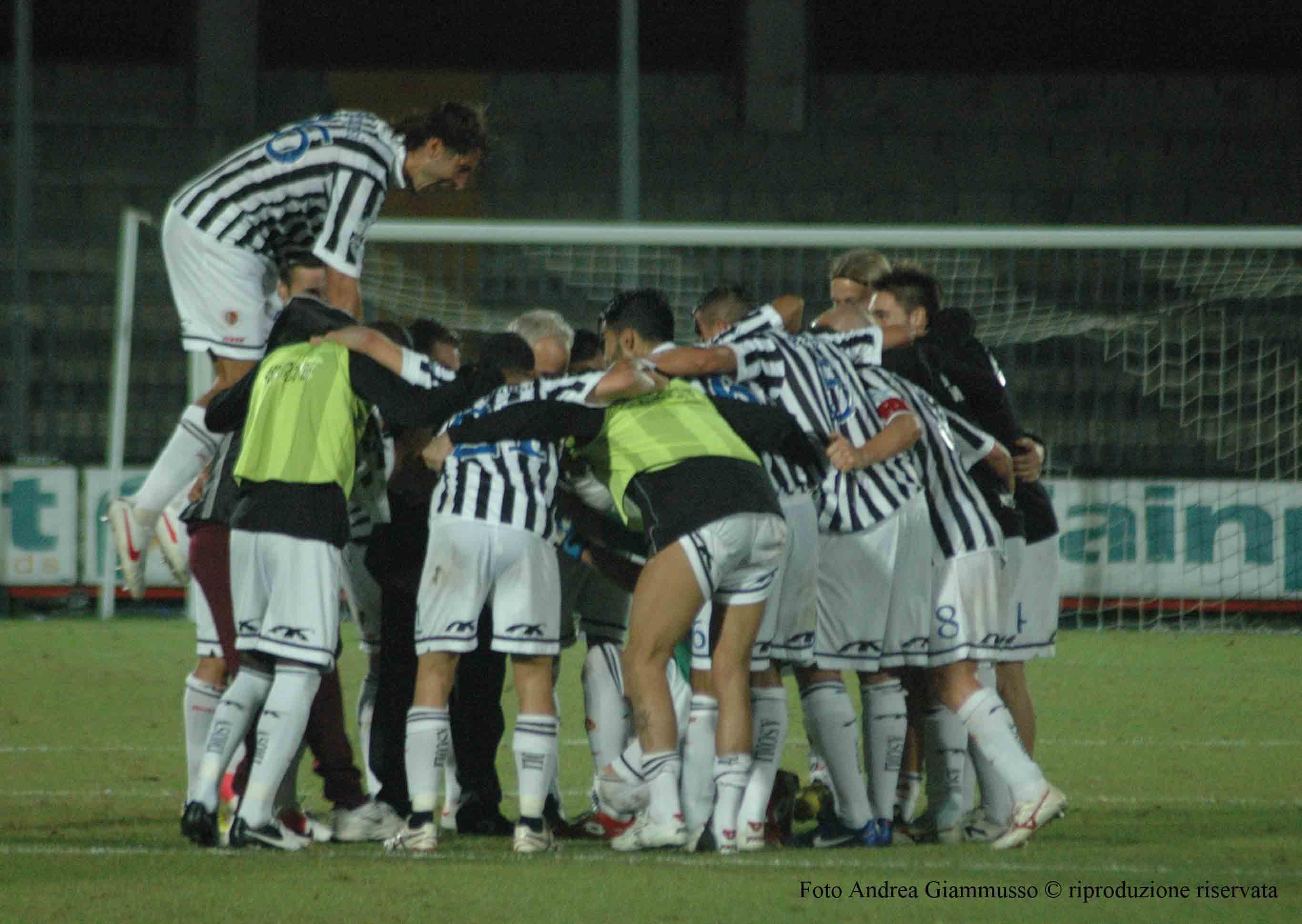 Silva e i giocatori festeggiano la vittoria col Cesena (Giammusso)