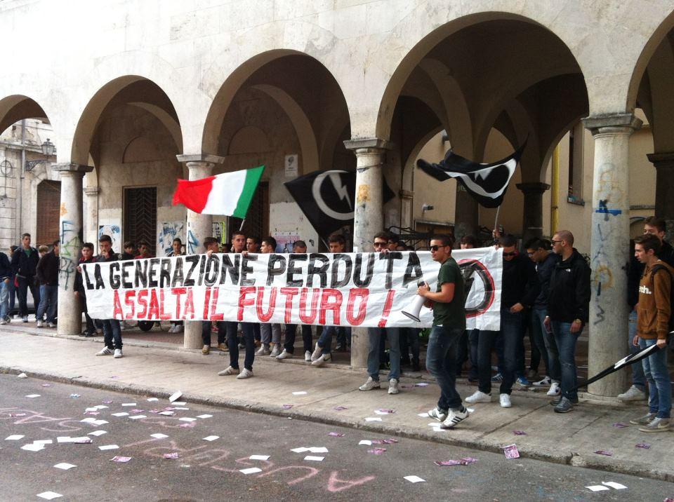 Protesta di Blocco Studentesco di fronte all'Itgc Umberto I°