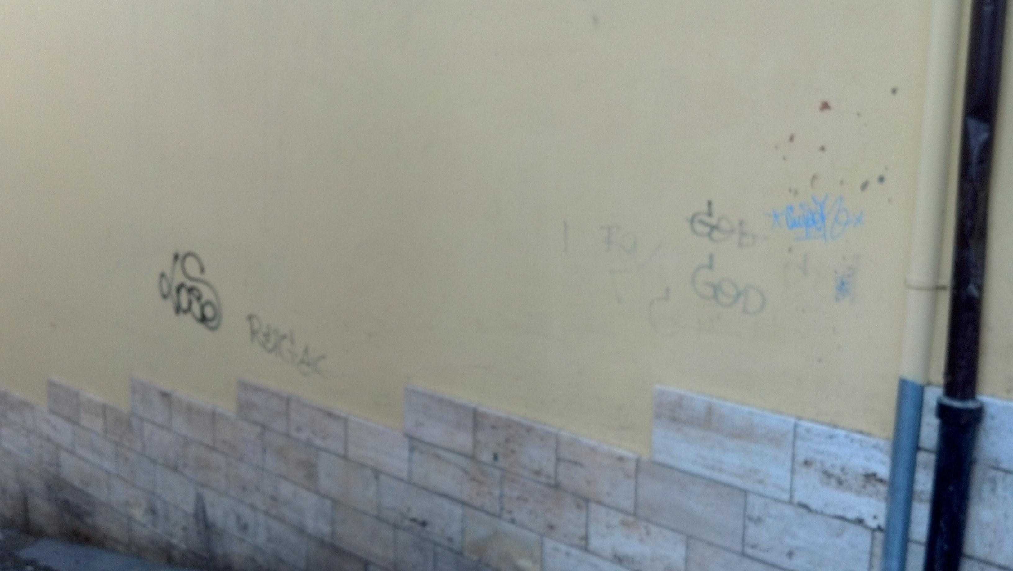Graffiti ad Ascoli, ottobre 2012 32