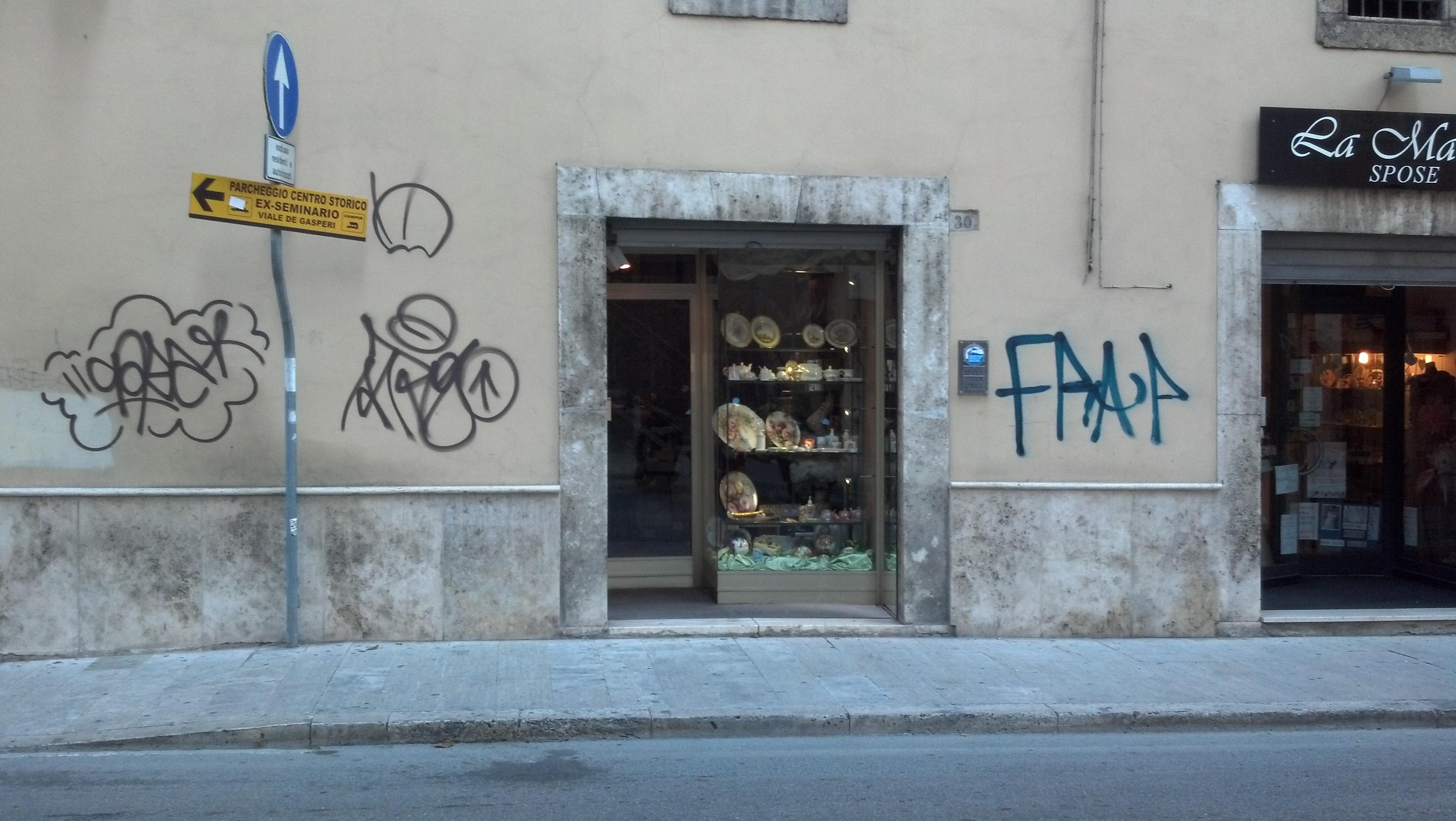 Graffiti ad Ascoli, ottobre 2012 20