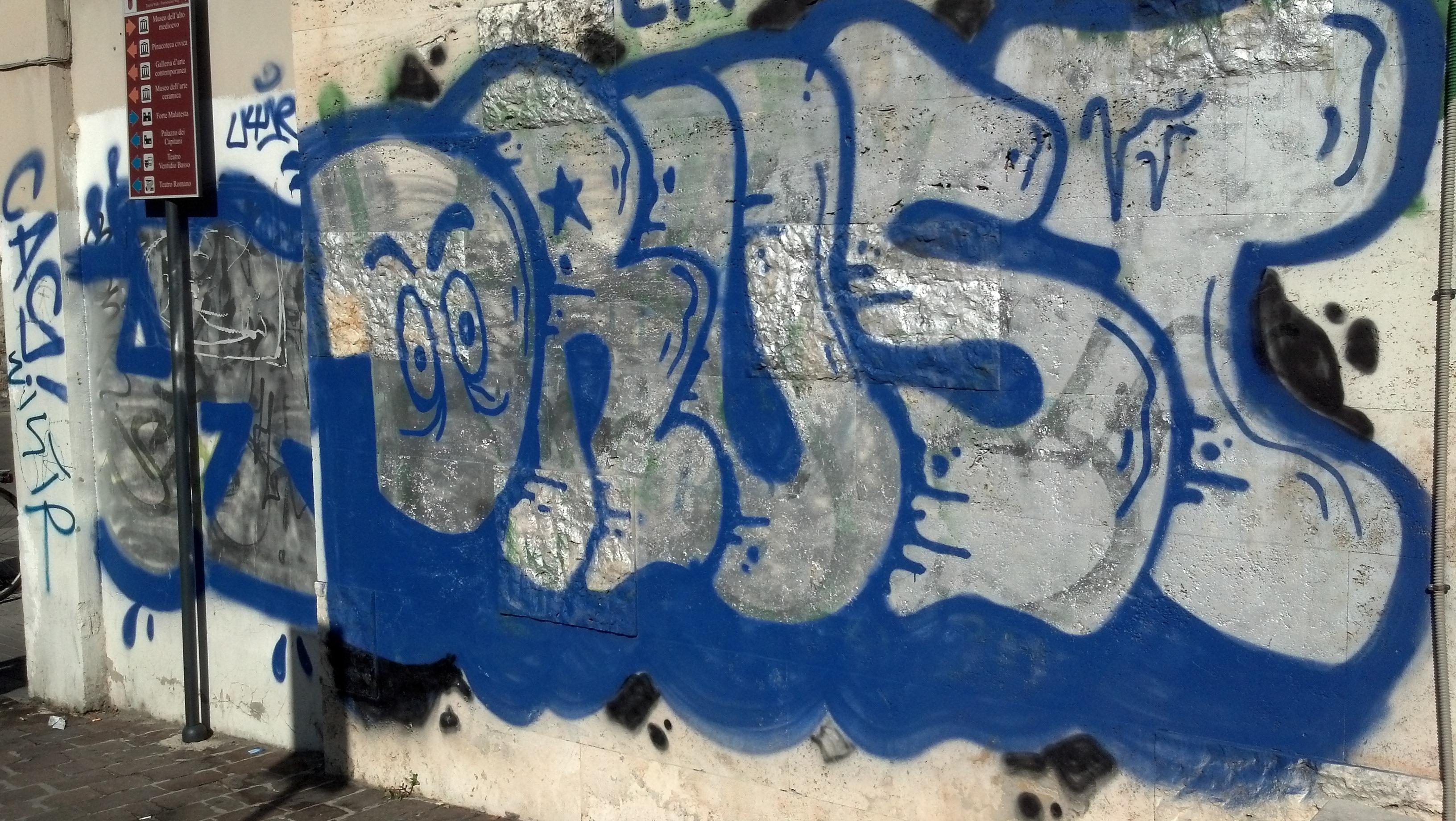 Graffiti ad Ascoli, ottobre 2012 1